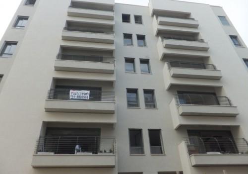 דירת גג משודרגת בבניין חדש ברשי